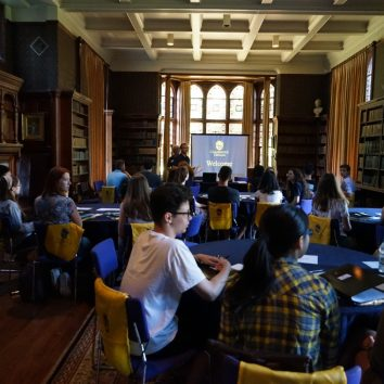 http://www.cambridgedream.com/wp-content/uploads/2015/03/Admissions-Seminar1.jpg