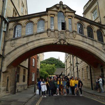 http://www.cambridgedream.com/wp-content/uploads/2015/03/Bridge-of-Sighs-Oxford2.jpg