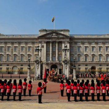 http://www.cambridgedream.com/wp-content/uploads/2015/03/Buckingham-Palace-1.jpg