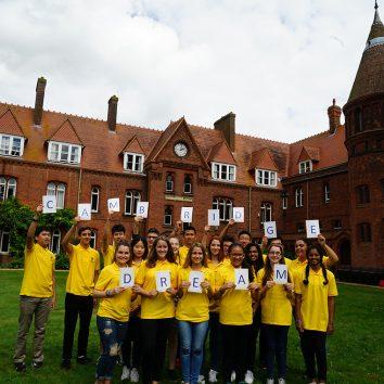 http://www.cambridgedream.com/wp-content/uploads/2015/03/Cambridge-Dream-Students-in-Girton-Emily-Davies-Court-2.jpg