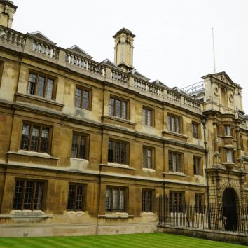 http://www.cambridgedream.com/wp-content/uploads/2015/03/Clare-College-Cambridge2-1.jpg