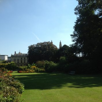 http://www.cambridgedream.com/wp-content/uploads/2015/03/Clare-College-Scholars-Garden-Cambridge-1.jpg