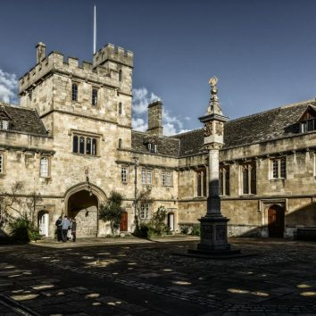 https://www.cambridgedream.com/wp-content/uploads/2015/03/Corpus-Christi-College-Oxford.jpg