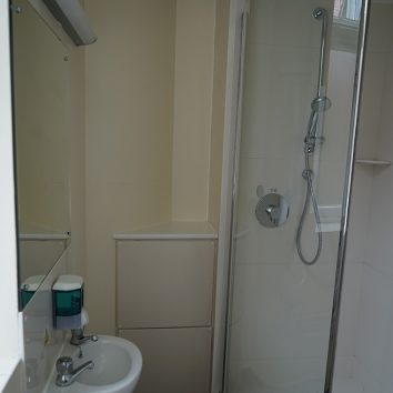http://www.cambridgedream.com/wp-content/uploads/2015/03/Girton-Bathroom1-2.jpg