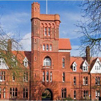 https://www.cambridgedream.com/wp-content/uploads/2015/03/Girton-College-Entrance-1.jpg