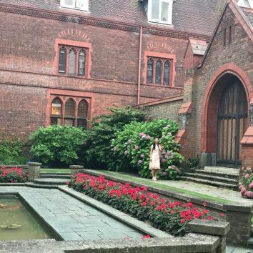 http://www.cambridgedream.com/wp-content/uploads/2015/03/Girton-College-Fellows-Garden-1.jpg