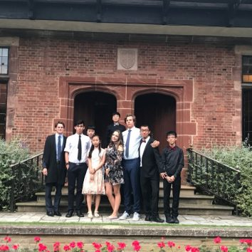 https://www.cambridgedream.com/wp-content/uploads/2015/03/Girton-College-Fellows-Garden-2.jpg