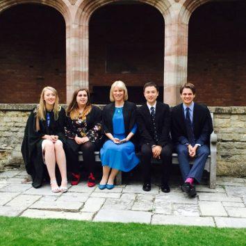 https://www.cambridgedream.com/wp-content/uploads/2015/03/Girton-College-Fellows-Garden-3.jpg