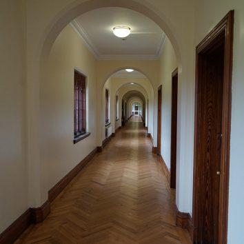 https://www.cambridgedream.com/wp-content/uploads/2015/03/Girton-Woodlands-Bedroom-Corridor-2.jpg