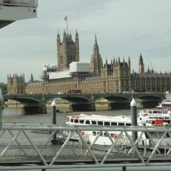 http://www.cambridgedream.com/wp-content/uploads/2015/03/London-Eye-and-River-Cruise.jpg