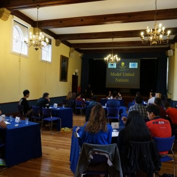 http://www.cambridgedream.com/wp-content/uploads/2015/03/MUN-Debating-Workshop3.jpg