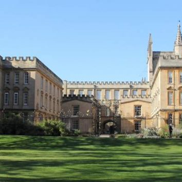 https://www.cambridgedream.com/wp-content/uploads/2015/03/New-College-Oxford1.jpg