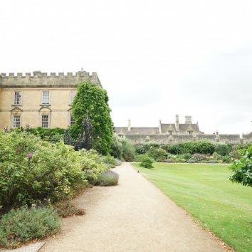 http://www.cambridgedream.com/wp-content/uploads/2015/03/New-College-Oxford5.jpg