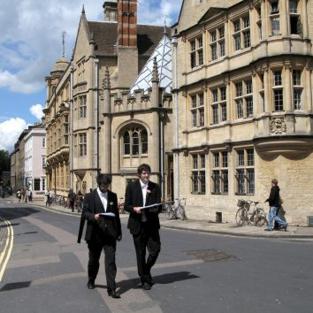https://www.cambridgedream.com/wp-content/uploads/2015/03/Oxford-Students-1.jpg