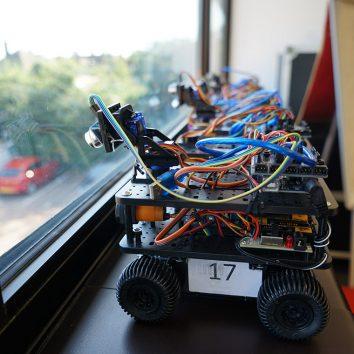 http://www.cambridgedream.com/wp-content/uploads/2015/03/Robotics-Workshop1-1.jpg