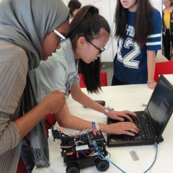 http://www.cambridgedream.com/wp-content/uploads/2015/03/Robotics-Workshop10.jpg