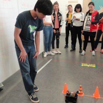 https://www.cambridgedream.com/wp-content/uploads/2015/03/Robotics-Workshop12.jpg