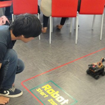 https://www.cambridgedream.com/wp-content/uploads/2015/03/Robotics-Workshop13.jpg