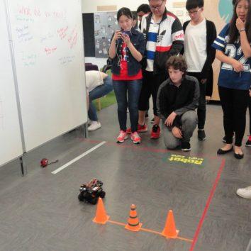 http://www.cambridgedream.com/wp-content/uploads/2015/03/Robotics-Workshop14.jpg