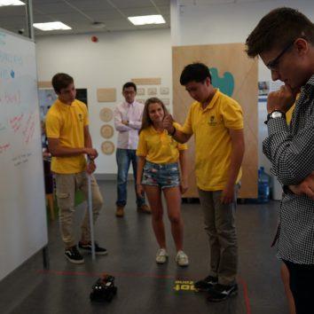 http://www.cambridgedream.com/wp-content/uploads/2015/03/Robotics-Workshop17.jpg
