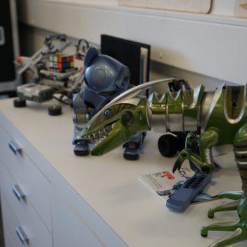 http://www.cambridgedream.com/wp-content/uploads/2015/03/Robotics-Workshop2.jpg