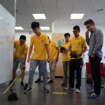 http://www.cambridgedream.com/wp-content/uploads/2015/03/Robotics-Workshop23-1.jpg