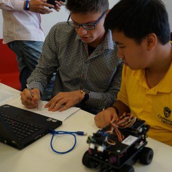 https://www.cambridgedream.com/wp-content/uploads/2015/03/Robotics-Workshop26.jpg