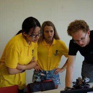 http://www.cambridgedream.com/wp-content/uploads/2015/03/Robotics-Workshop27.jpg