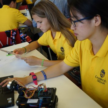 http://www.cambridgedream.com/wp-content/uploads/2015/03/Robotics-Workshop29-1.jpg