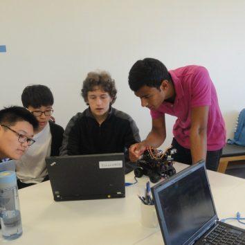 https://www.cambridgedream.com/wp-content/uploads/2015/03/Robotics-Workshop6.jpg