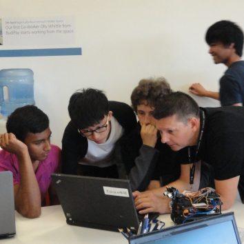 http://www.cambridgedream.com/wp-content/uploads/2015/03/Robotics-Workshop7.jpg