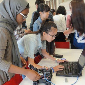 http://www.cambridgedream.com/wp-content/uploads/2015/03/Robotics-Workshop8.jpg