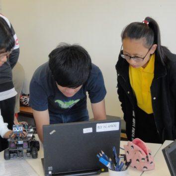 https://www.cambridgedream.com/wp-content/uploads/2015/03/Robotics-Workshop9.jpg