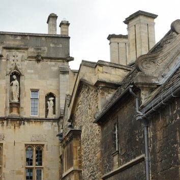 http://www.cambridgedream.com/wp-content/uploads/2015/03/Rooftops-in-Oxford.jpg