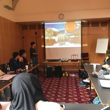 http://www.cambridgedream.com/wp-content/uploads/2015/03/STEM-Nano-Manufacturing-and-Virtual-Reality-Workshop-1.jpg
