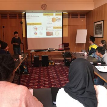 http://www.cambridgedream.com/wp-content/uploads/2015/03/STEM-Nano-Manufacturing-and-Virtual-Reality-Workshop-3.jpg