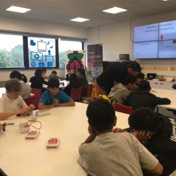 https://www.cambridgedream.com/wp-content/uploads/2015/03/STEM-Robotics-and-Raspberry-Pi-Workshop-1.jpg
