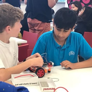 https://www.cambridgedream.com/wp-content/uploads/2015/03/STEM-Robotics-and-Raspberry-Pi-Workshop-2.jpg
