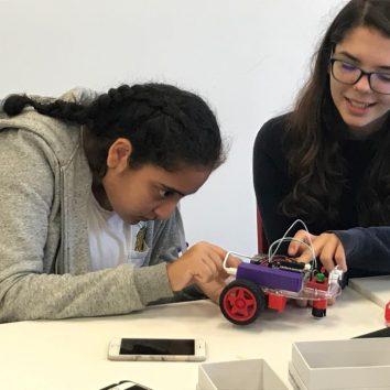 https://www.cambridgedream.com/wp-content/uploads/2015/03/STEM-Robotics-and-Raspberry-Pi-Workshop-9.jpg