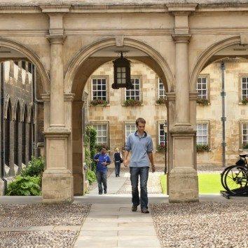 http://www.cambridgedream.com/wp-content/uploads/2015/03/St.-Catherines-College-Cambridge-1.jpg