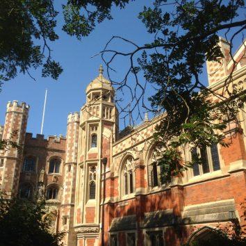 http://www.cambridgedream.com/wp-content/uploads/2015/03/St.-Johns-College-Cambridge3.jpg