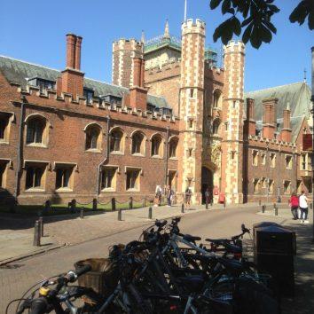 http://www.cambridgedream.com/wp-content/uploads/2015/03/St.-Johns-College-Cambridge4.jpg