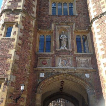 http://www.cambridgedream.com/wp-content/uploads/2015/03/St.-Johns-College-Cambridge7.jpg
