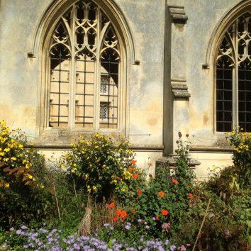 http://www.cambridgedream.com/wp-content/uploads/2015/03/St.-Johns-College-Cambridge9.jpg
