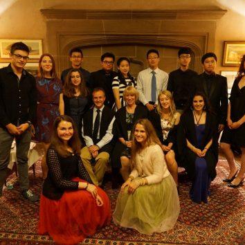 http://www.cambridgedream.com/wp-content/uploads/2015/03/Students-in-Fellows-Room.jpg