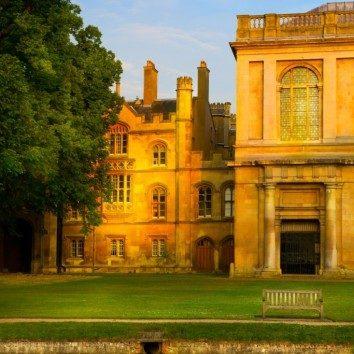 https://www.cambridgedream.com/wp-content/uploads/2015/03/Trinity-College-Cambridge.jpg