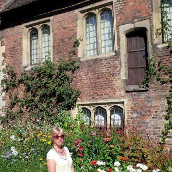 http://www.cambridgedream.com/wp-content/uploads/2015/03/Trinity-Hall-College-Cambridge.jpg